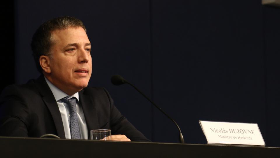 El ministro Dujovne llevó a Argentina al podio menos buscado.