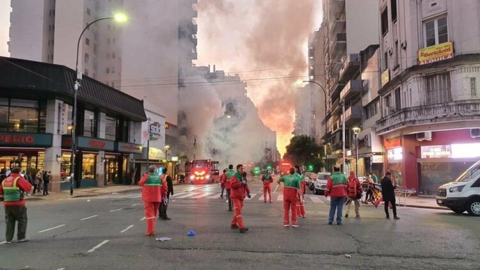 Dos bomberos muertos por la explosión de una perfum...  | Página12