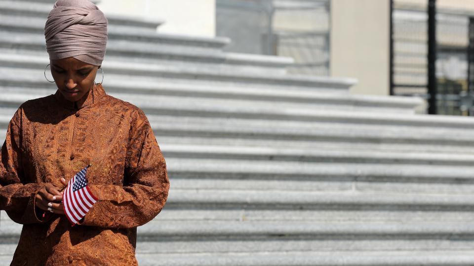 Omar es la primera musulmana que lleva velo en el Capitolio.