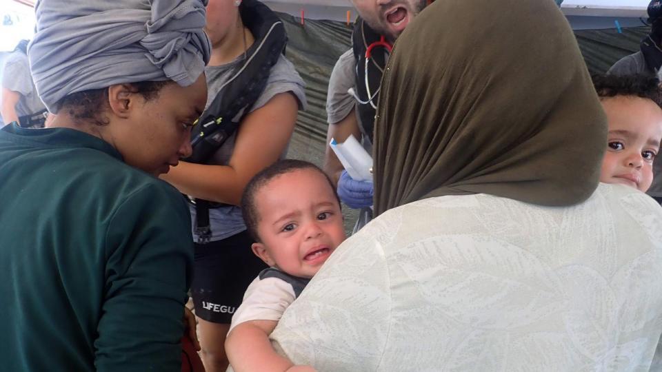 Otro barco desafía a Europa Se dirige a Malta con 124 inmigrantes rescatados