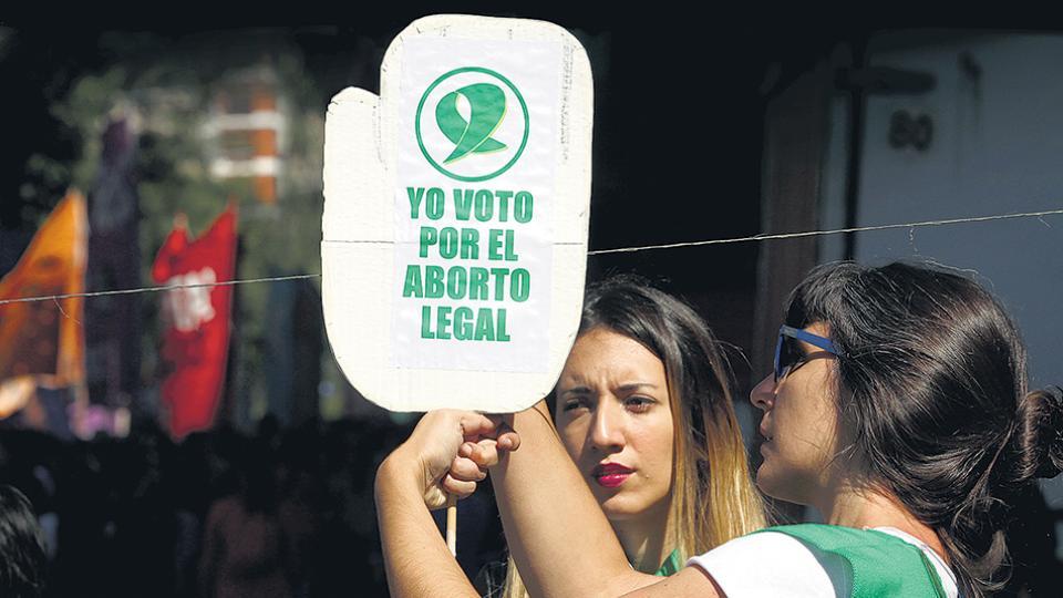 La Campaña por el Aborto presentó la iniciativa en el Congreso, en un marco desbordante y una adhesión legislativa inédita.