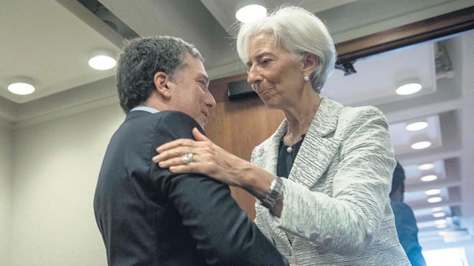 Nicolás Dujovne, ministro de Hacienda, encabezó la delegación argentina que anoche partió de regreso a Buenos Aires.