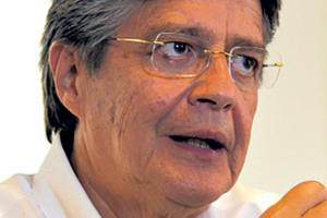 Guillermo Lasso, molesto con la trascendencia internacional de sus negocios.