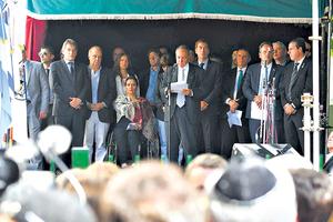 En el acto en Arroyo y Suipacha participaron funcionarios, sobrevivientes y representantes de Israel. (Fuente: Télam)