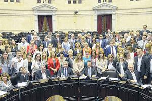 Diputadas de todos los bloques festejaron la ley de paridad de género. (Fuente: Prensa Congreso)