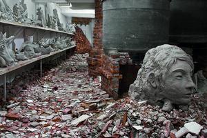 Adrián Villar Rojas, Lo que el fuego nos trajo. Galeria Ruth Benzacar, 2008.