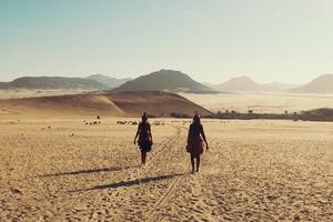 """""""Yermo"""", del mexicano Everardo González, es un viaje multicultural a través de diez desiertos alrededor del mundo."""