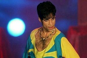 """Prince fue al set, vio a Julie """"Marge Simpson"""" Kavner destruyendo una canción y se bajó del proyecto."""