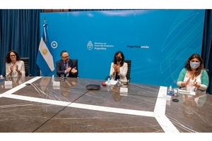 El ministro Kulfas junto con Cecilia Todesca, Vilma Ibarra y Ana Castellani.