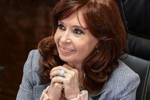 """Cristina Kirchner recordó a """"los y las 12"""" desaparecidos de la Iglesia de la Santa Cruz a 43 años del operativo de la última dictadura cívico militar. (Fuente: EFE)"""