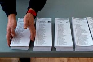 Preparativos del colegio electoral en el Pabellun Camp del Ferro en Barcelona. (Fuente: EFE)