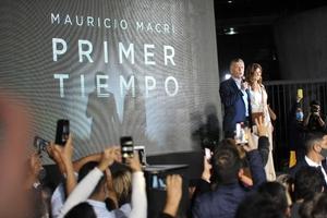 Macri junto a su mujer, Juliana Awada, en la presentación de su libro.