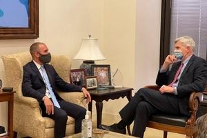 El ministro entrevistó a Bill Cassidy, de la Comisión del Finanzas del Senado. (Fuente: NA)