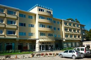 El hotel Pioneros, donde ocurrió el ataque.
