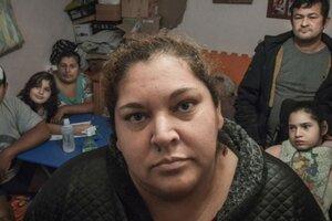 Ramona Medina con su familia, diez días antes de morir por coronavirus, cuando reclamaba por el agua en su barrio. (Fuente: Télam)