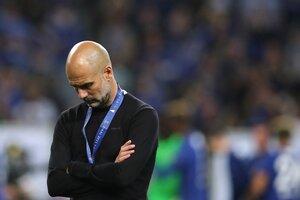 Guardiola besó su medalla por el segundo puesto y se mostró abatido. (Fuente: AFP)