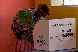 Una mujer aymara vota en Plateria, departamento de Puno. (Fuente: EFE)