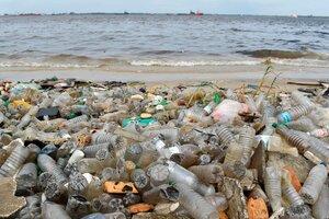 Para el 2050 existirán 12 mil millones de toneladas de desechos plásticos en vertederos y océanos. (Fuente: AFP)