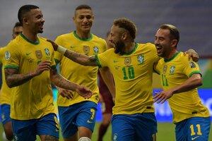 Festejo brasileño tras el penal convertido por Neymar para el 2-0 parcial (Fuente: AFP)