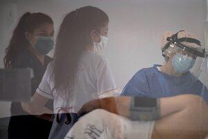 En el sector de la salud,las mujeres representan el 69,3 por ciento. (Fuente: AFP)