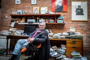 Horacio González en su fértil trinchera cotidiana, con la pluma y la palabra. (Fuente: Ximena Talento)