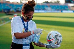 Desifencción de la pelota, durante la Copa América (Fuente: EFE)