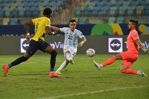 Lautaro ya sacó el derechazo para anotar su gol, luego de dos oportunidades perdidas (Fuente: AFP)