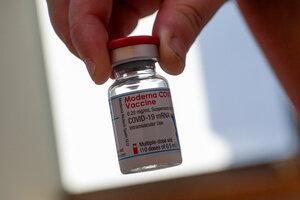 Moderna será el primer laboratorio estadounidense en firmar un contrato por vacunas anticovid con la Argentina. (Fuente: EFE)