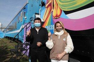 La primera dama, Fabiola Yáñez visitó Castelli, donde recorrió el Tren Sanitario junto a Daniel Arroyo.