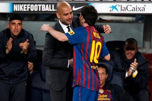 El abrazo Guardiola-Messi, imagen que se repetirá en la fase de grupos de la Champions (Fuente: AFP)