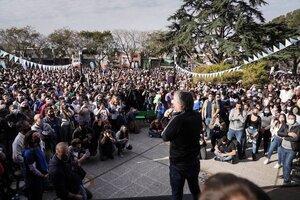 Máximo Kirchner, este sábado por la tarde en el predio de la Municipalidad de Hurlingham, ante una multitud.