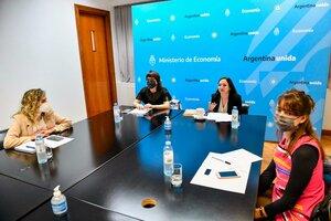 En el centro, Mercedes D'Alessandro y Melina Mallamace, junto a las coordinadoras de la presentación.
