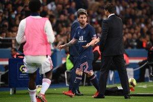 Pochettino se quedó sin saludo de manos con Messi (Fuente: AFP)