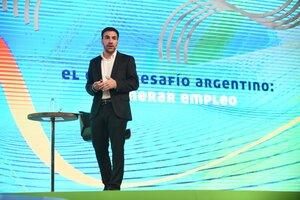 Santiago Bulat, economista jefe de IDEA, se encargó de presentar la propuesta.