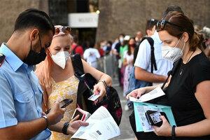 El pase verde sería flexibilizado en Italia una vez que más del 90 por ciento de los mayores de 12 años tengan la vacuna contra la covid. (Fuente: AFP)