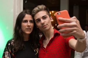 La costumbre de la selfie forzó el desarrollo tecnológico, cambió nuestra autopercepción y hasta creó dolencias. (Fuente: Cecilia Salas)