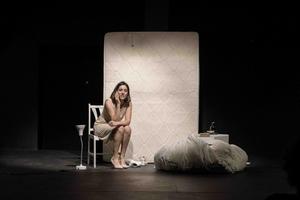 Josefina Trías como Clara, en Terrorismo emocional