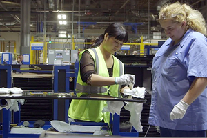 Lxs trabajadorxs chinos en la autopartista Fuyao son lxs que conducen a lxs estadounidenses.