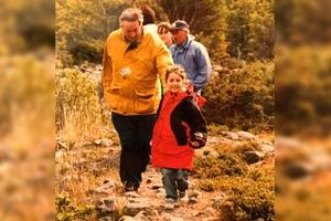 """""""¿Dónde está el abuelo Néstor?"""", le preguntó la pequeña Helena a Florencia, a quien en la foto se ve de pequeña junto al expresidente."""