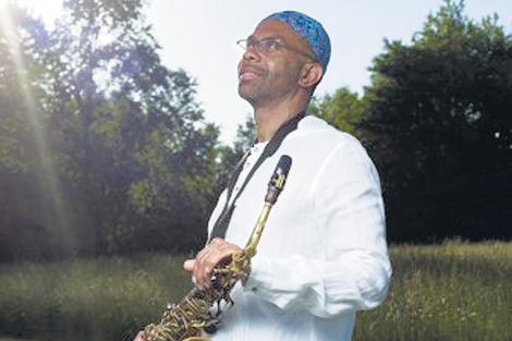 Kenny Garrett tocará con Vernell Brown en piano, Concoran Holt en contrabajo y Rudy Bird en batería.