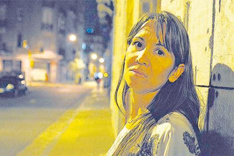 Ivana Rosales retratada cuando presentó la demanda ante la CIDH.