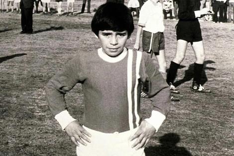 Adentro de las canchas, Diego Armando Maradona fue irreprochable, desde el potrero a los más grandes estadios.