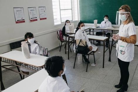 """Eduardo López reclamó que todos los maestros reciban las vacunas que el Gobierno nacional destinó al distrito y que, según dijo, Larreta """"destina a otros sectores"""". (Fuente: Télam)"""