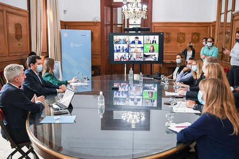 El ministro del Interior coordinó ayer la reunión con gobernadores