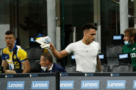 La bronca de Lautaro al salir reemplazado en el partido ante la Roma. (Fuente: AFP)