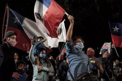 La movilización social en clave de resistencia fue la fuerza para la abrumadora derrota para la derecha. (Fuente: AFP)
