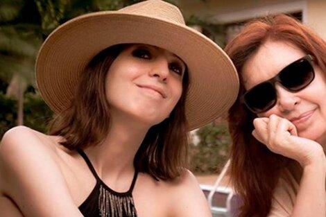 Florencia Kirchner, en una imagen de archivo junto a su madre. (Fuente: NA)