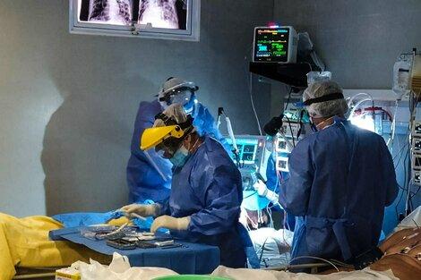 Profesionales de la Unidad de Terapia Intensiva del hospital distrital 8, de Formosa capital.