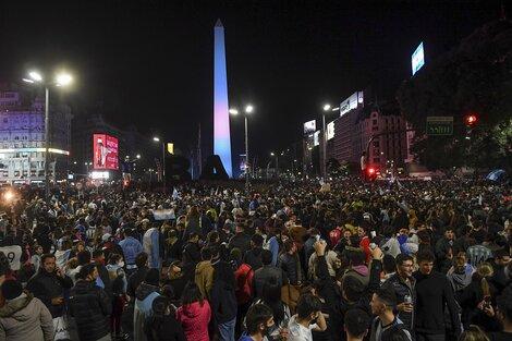 La celebración popular en el Obelisco, con miles de hinchas celebrando el título (Fuente: NA)