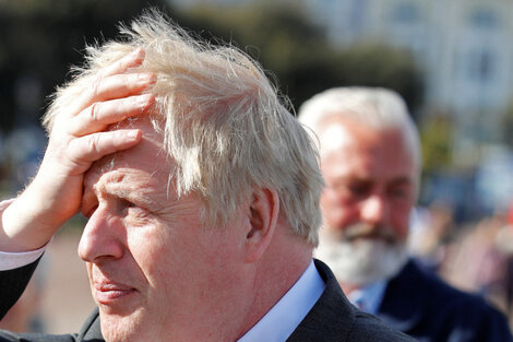 Boris Johnson mantuvo una reunión con su ministro de Salud Sajid Javid, quien el sábado anunció haber dado positivo por covid.